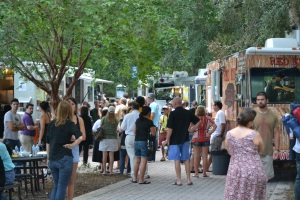 Lake Lily Food Truck Cafe Crowd